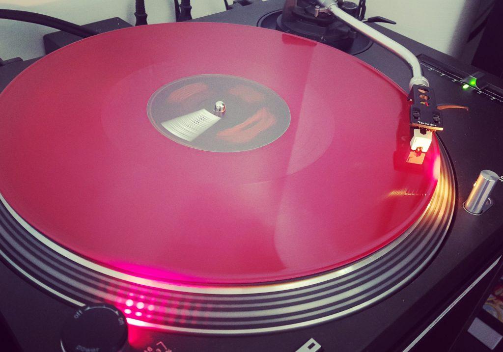 Only '90's… Only vinyls Part 2! Dj set con vinili – Diretta Facebook del 01 maggio 2020